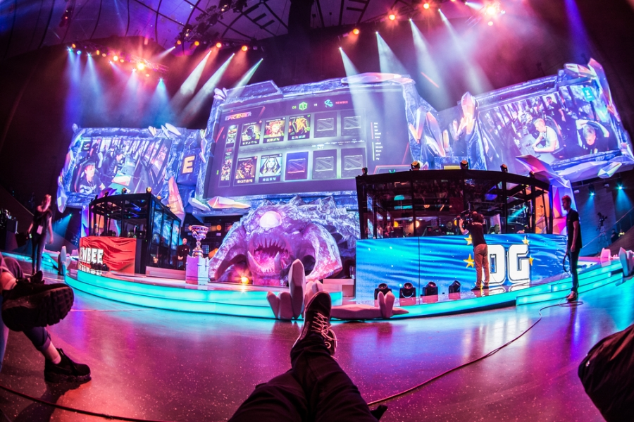 What team is the favourite to win Dota 2's The International 10?