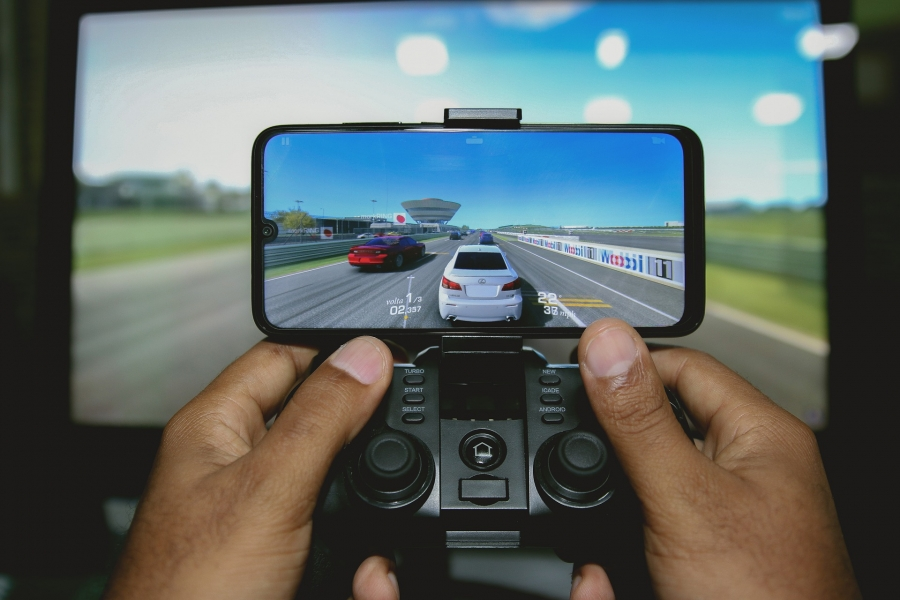 Why are Xbox and PlayStation Beginning to Cater to the Mobile Gaming Industry